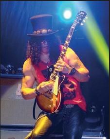 """??  ?? Slash zagrał swój genialny, wielokrotnie wyróżniany, riff, a Dorota Rabczewska zaśpiewała """"Sweet Child O'Mine"""""""