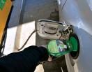 ?? FOTO: ARI SUNDBERG/SPT ?? En stor del av konsumentprisökningen ■ i april beror på att bränslepriserna ökat jämfört med fjolåret.