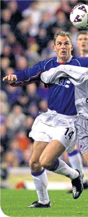 ??  ?? Ronald de Boer (right) remembers the night he first crossed paths with Mikel Arteta in a UEFA Cup tie (above)