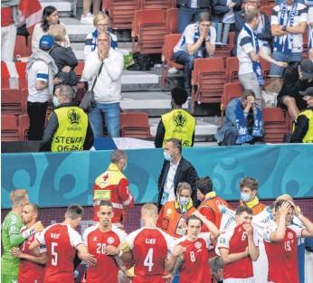 ?? FOTOS: RASMUSSEN/ULANDER/IMAGO IMAGES ?? In den Gesichter von Spielern und Zuschauern spiegelte sich das Entsetzen.