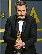 """?? Foto: Jordan Strauss/Invision/dpa ?? Joaquin Phoenix wurde zum """"Besten Hauptdarsteller""""gekürt."""