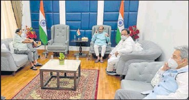 ?? HT PHOTO ?? Three ministers from Rajasthan meet Lok Sabha Speaker Om Birla in New Delhi on Tuesday to discuss oxygen crisis.