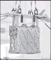 ?? REUTERS/FILE ?? MOXIE, the O2-extracting instrument, being lowered into the Perseverance rover, in Pasadena, California.