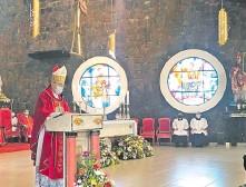 ??  ?? Monseñor Guillermo Steckling presidió la misa en la Catedral.