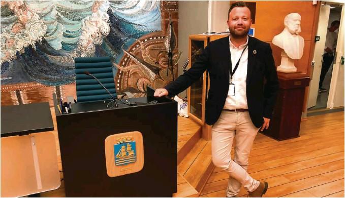 ?? FOTO: ØYSTEIN BJERKESTRAND ?? KOMMUNALSJEF: Petter Toldnaes blir vaerende i Grimstad noen måneder til, før han starter i ny jobb i nabokommunen.