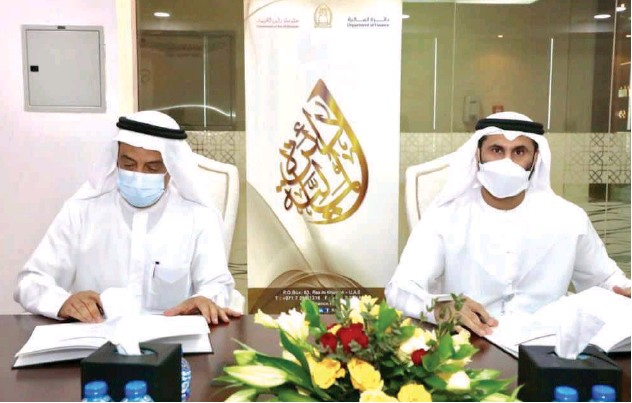 ??  ?? ↑ Mohammed Hassan Alnoman and Yousuf Ali Mohammed sign the deal on Sunday.