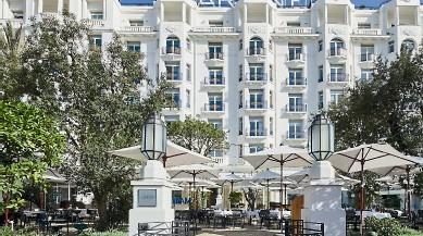 ??  ?? 1. Gros comme un paquebot ! L'hôtel Martinez, construit en 1927 à Cannes, avec ses balcons à balustrade, ses bow-windows, colonnes et ferronneries Art déco. 1
