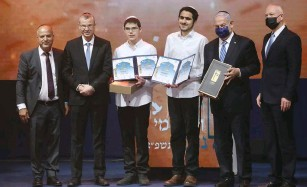?? (Marc Israel Sellem/The Jerusalem Post) ?? GILAD ABRAHOMOV (center right) and Dvir Barchad pose with their prizes after the International Bible Quiz for Youth yesterday.
