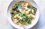 ?? Linda Xiao, © The New York Times Co. ?? One-Pot Braised Chard With Gnocchi, Peas and Leeks.