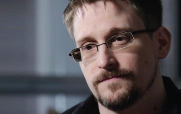 ??  ?? Edward Snowden, fost angajat al CIA şi fost colaborator al NSA