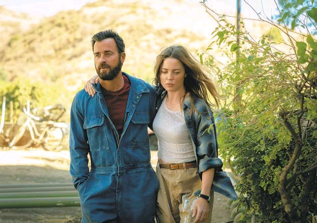 """?? APPLE TV+ ?? Justin Theroux and Melissa George in """"The Mosquito Coast,"""" a new adaptation of the novel by Justin's uncle, Paul Theroux."""