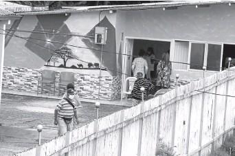 ?? Foto I Darío Augusto Cardona I LA PATRIA ?? En la Fundación Geriátrica Guadalupe, al igual que en otras cinco instituciones de Manizales, empezaron ayer la vacunación de las personas que tienen a cargo.