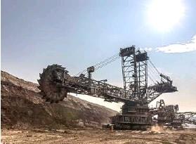 ??  ?? Iron ore mining