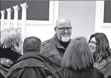 ?? STACEY WESCOTT/CHICAGO TRIBUNE 2013 ?? Pastor James MacDonald, center, is in arbitration with Harvest Bible Chapel regarding their high-profile separation.
