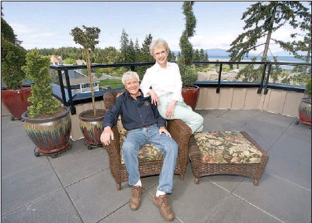 ??  ?? Jim and Kay Hendry, who live in a 1,739-square-foot penthouse condo, are more than happy to see the five empty units in their Parksville building sold through an auction.