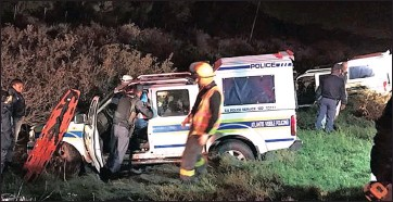 ?? Picture: ER24 ?? CIRCUMSTANCES UNCLEAR: Two police vans were involved in a collision on the R27 near Melkbosstrand.