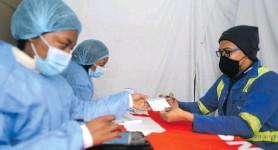 ??  ?? Left to right: Masibonte Karoaga, Asandisawa Fubesi and Thobelani Stock prepare vaccine documents. Photo: Deon Ferreira