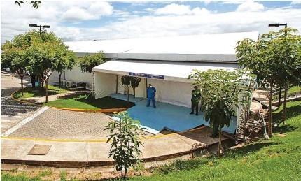 ??  ?? CARUARU Hospital Mestre Vitalino, principal do Agreste, está com número alto de pessoas internadas para tratamento da covid-19
