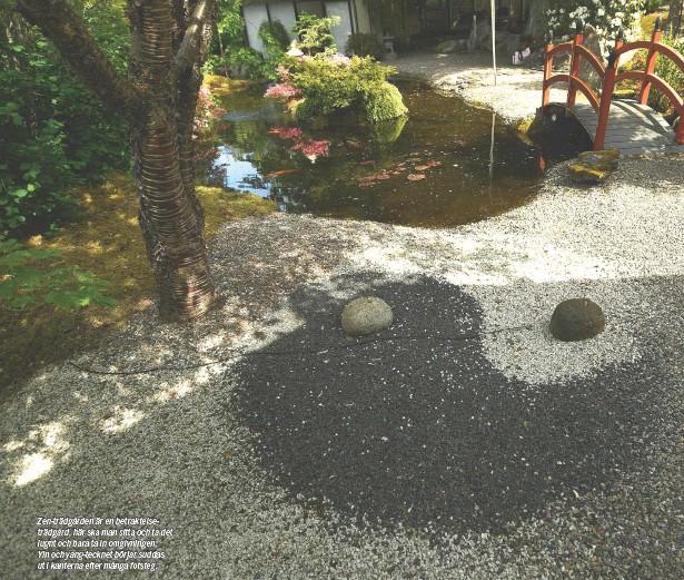 ??  ?? Zen-trädgården är en betraktelseträdgård, här ska man sitta och ta det lugnt och bara ta in omgivningen. Yin och yang-tecknet börjar suddas ut i kanterna efter många fotsteg.
