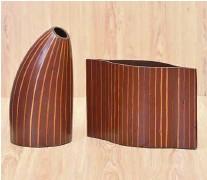 ??  ?? Sleek and elegant vases from Tumandok Crafts Industries.