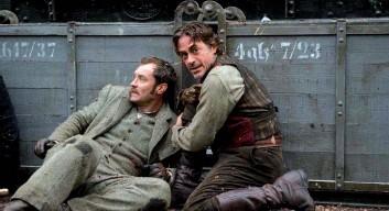 ??  ?? «La casa de cera» (arriba), debut de Jaume Collet-serra, y «Sherlock Holmes: Juego de sombras» (abajo), secuela de «Sherlock Holmes, ambas de Guy Ritchie.