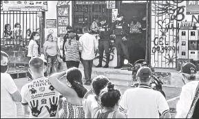 ?? Cortesía ?? • El sábado, personal de la Policía Nacional llegó al lugar del ataque mortal y recopiló indicios que serán usados en la investigación.