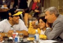 ??  ?? Una relación especial Mauro conoció a Diego Maradona de niño, cuando jugaba torneos infantiles . Luego fue una presencia habitual en muchos de sus programas. Viale fue uno de los que relató en vivo sus goles a Inglaterra en 1986.
