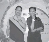 ??  ?? Swatch In­dia brand man­ager Jy­oti Das and ac­tor Son­akshi Sinha pose with watches from the company's new fall- win­ter 2014 col­lec­tion in Mumbai.