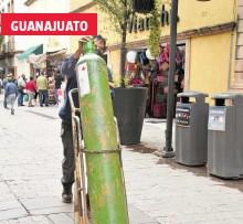 ?? ÉDGAR CAMACHO /EL SOL DE LEÓN ?? La demanda de tanques de oxígeno aumentó en los últimos días debido a la tercera ola de Covid19