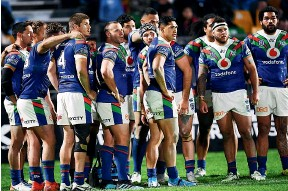 ?? PHOTOSPORT ?? Warriors players look shellshocked during their dismal 46-12 loss to the Canberra Raiders in Auckland on Friday night.