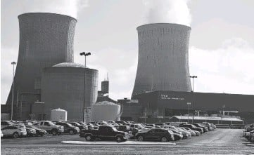 ?? STAFF FILE PHOTO BY JOHN RAWLSTON ?? The TVA Watts Bar Nuclear Plant is photographed on Oct. 22, 2015, near Spring City, Tenn., as Unit 2 begins producing electricity for the first time, 43 years after construction began at the site.