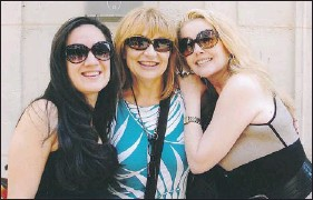 ??  ?? Lilana poses with Melody Thomas Scott and daughter Alex in Paris. Lilana and Melody became close friends over the years.