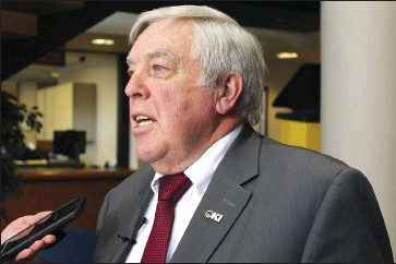?? Herald photo by Tim Kalinowski ?? Mayor Chris Spearman reacts to news that the province will not fund low-income transit or a local Safer Communitie­s and Neighbourh­oods office of the Alberta Sheriffs in Lethbridge after Monday's council meeting.