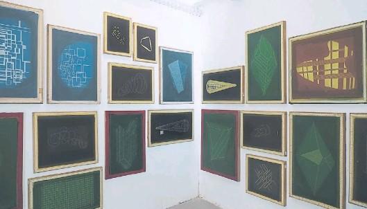 ??  ?? Un sector de la instalación de Lucio Dorr en Proa21. La Sala Guerrico del Museo de Bellas Artes fue el disparador del montaje, según Santiago Bengolea.