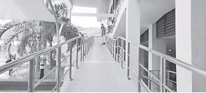 ??  ?? MESRA PENGGUNA: Ruang laluan OKU (ramp) di Dewan Kuliah Pusat 2, Universiti Malaysia Sabah.