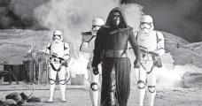 ?? DAVID JAMES ?? Kylo Ren (Adam Driver) arrives with Stormtroopers.