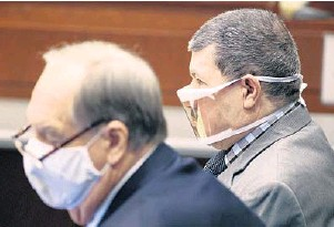 ?? JOE BURBANK/ ORLANDO SENTINEL ?? Defense counsel sits with accused killer Angel Luis Rivera, right, the fatherin-law of victim Nicole Montalvo, in Osceola Circuit Court in Kissimmee on Tuesday.