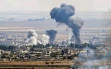 ??  ?? Objectif. La ville syrienne de Ras al-Aïn, vue du côté turc, le 14 octobre. Erdogan veut créer, le long de la frontière nord-syrienne, une zone de sécurité afin d'y transférer une partie de ses 3,6 millions de réfugiés syriens.