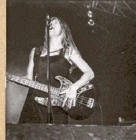 ??  ?? Stef Kamil Carlens als dEUS-bassist.