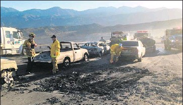 ?? Gina Ferazzi Los Angeles Times ?? THE NORTH fire destroyed 20 vehicles on Interstate 15 in Cajon Pass on Friday. Laura Caro was one of many drivers who were told to abandon their vehicles. She later paid $ 1,600 to the company that towed her SUV.