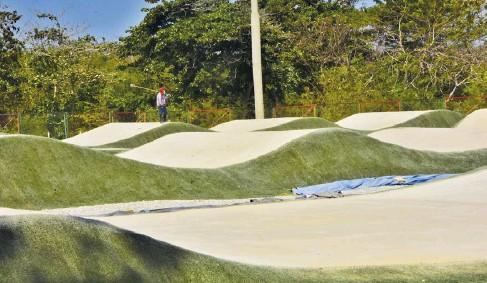 ?? Fotos: luis rodríguez y cortesía ?? Estas son las pistas de BMX Daniel Eduardo Barragán Noguera, ubicadas en Villa Carolina