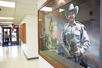 ?? JAMES DURBIN FOR USA TODAY ?? A portrait of Sgt. Michael Naylor hangs in the William Ahders Justice Center in Midland, Texas. His killer was allowed to plead guilty in Naylor's murder and was sentenced to life without parole.