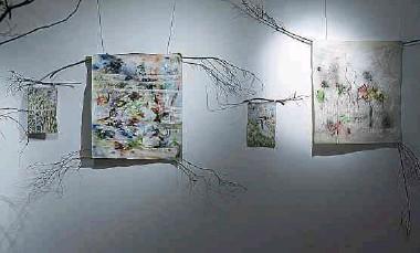 ?? Fotos: Chris Karaba ?? Während der performative Akt ganz bewusst in den Vordergrund gestellt wird, sind die Stücke in der Galerie auf ihre Art ein spannender Blick auf die kreative Arbeit des Paares.