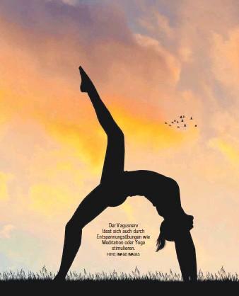 ?? FOTO: IMAGO IMAGES ?? Der Vagusnerv lässt sich auch durch Entspannungsübungen wie Meditation oder Yoga stimulieren.