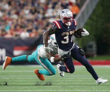 ?? NAncy lAnE pHotoS / HErAld StAff filE ?? TOUGH ONE TO SWALLOW: Patriots running back Damien Harris breaks free of a tackle by Dolphins cornerback Eric Rowe during the fourth quarter Sunday at Gillette Stadium. At right, Harris gets up after fumbling the ball late in the fourth.