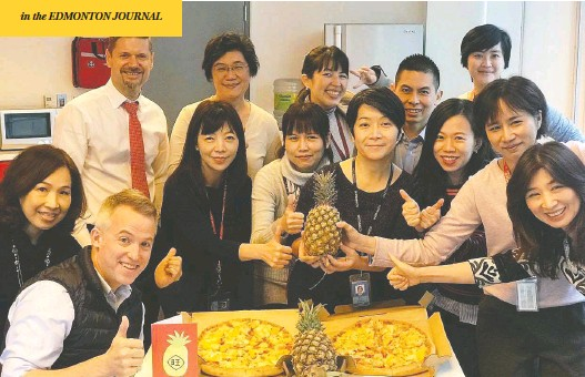 ?? CANADIAN TRADE OFFICE / FACEBOOK ?? Officials at the Canadian Trade Office in Taipei pose with pineapples and Hawaiian pizza this week after China banned imports of the fruit from Taiwan.