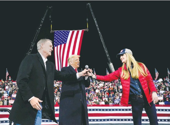 ?? JABIN BOTSFORD/THE WASHINGTON POST ?? Republican Sens. David Perdue and Kelly Loeffler join President Trump at a Dec. 5 rally in Valdosta, Ga., in the first of his two visits to the state during the runoff campaigns.