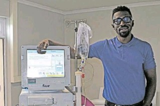 ??  ?? MAN AND MACHINE: Dr Thiecouta Traore, founder of GKRT, with 'Rose', one of the newlyinsta­lled renal therapy machines in the new Port Alfred branch of the company Picture: ROB KNOWLES