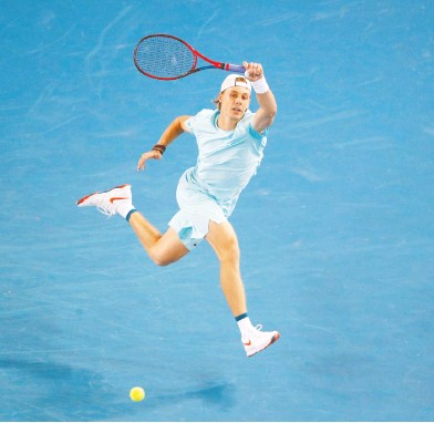 ?? ASANKA BRENDON RATNAYAKE / REUTERS ?? Canada's Denis Shapovalov in action during his first round match against Italy's Jannik Sinner at the Australian Open. It took nearly four hours, but Shapovalov advanced to the second round with a win in five sets.