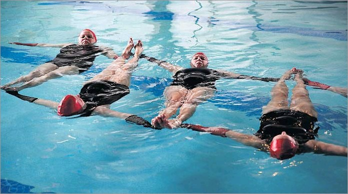 ?? Photography by ROSE BACA ?? For two hours twice a week, the Mermaids — including (from left) Rosita Ray-Hoyes, Jeanne Koren, Debbie De Groat and Gortney — meticulously run through their routines at the McKinney Senior Recreation Center.